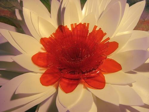 Цветок из полиэтиленовой тары. 96725