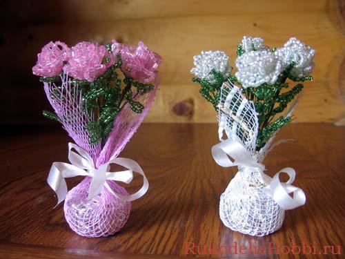 Очаровательный маленький букетик роз из бисера Мастер-класс.
