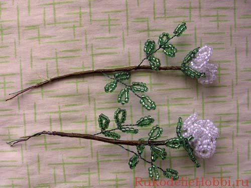3.Изготавливаем листочки: на проволоку набираем зеленый бисер, делаем 5 петелек по 9 бисеринок каждая на расстоянии...