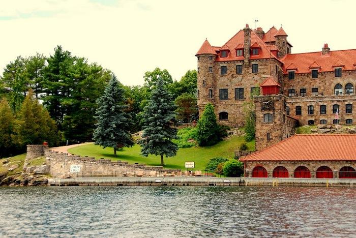 Замок Зингера (Singer Castle) на острове Дарк-Айленд (Dark Island) (Канада) 87248