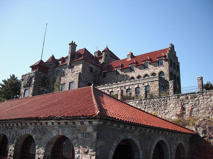 Замок Зингера (Singer Castle) на острове Дарк-Айленд (Dark Island) (Канада) 30416