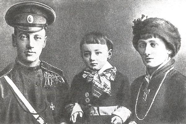 nikolaj-gumilev--anna-axmatova--lev-gumilev-425 (600x401, 72Kb)
