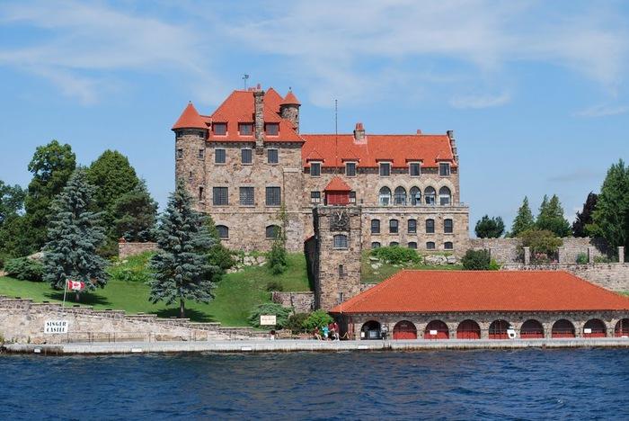 Замок Зингера (Singer Castle) на острове Дарк-Айленд (Dark Island) (Канада) 83512
