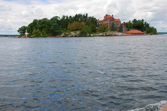 Замок Зингера (Singer Castle) на острове Дарк-Айленд (Dark Island) (Канада) 99778