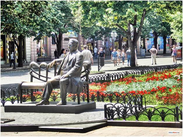 Памятник Леониду Утёсову от благодарных одесситов