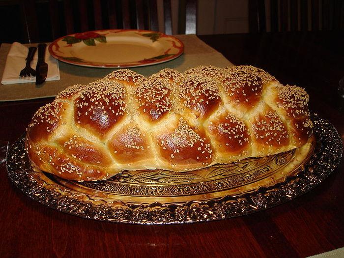 1328016082_800pxChallah_Bread_Six_Braid_11 (700x525, 102Kb)