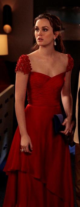 Сплетница красное платье
