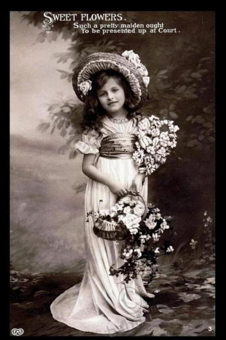 Старые детей с цветами