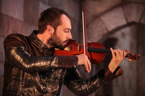 Ибрагим играет для хатиджи на скрипке