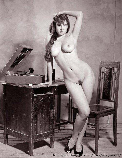 Фото ретро девушки голые