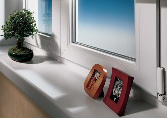 В том числе, подоконники ПВХ делают мытье стекол гораздо приятнее и проще, легче закрывать или открывать створки...