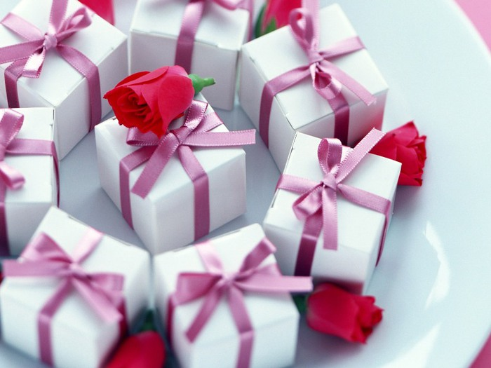 с днем рождения подарки (700x525, 72Kb)