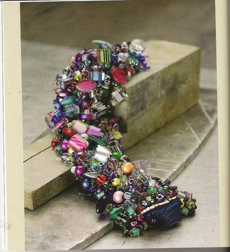Рукоделие - Купить украшения из бисера - Схемы для вышивки крестиком Мульт-мастер-класс от Энн Бенсон по вязанию...