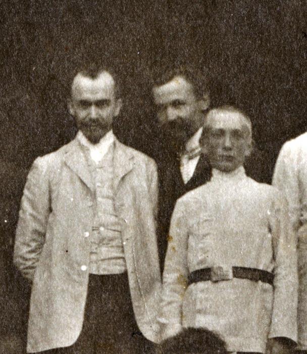 Фрагмент фотографии Страрое Гиреево 1904 год/4316166_fragment_1904_GIREEVO_na_lestnice (608x700, 370Kb)