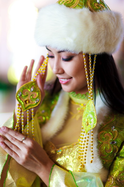 ...костюмов в Астане, Актау, Атырау,Казахские бешпеты, шапаны, головные уборы на заказ,Казахская национальная одежда...