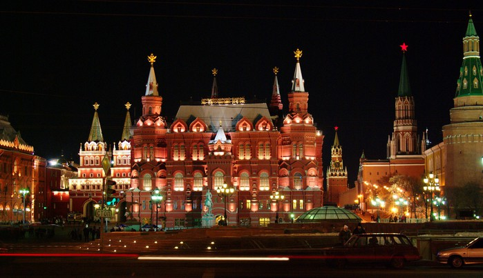 moscow_history_museum_kremlin_night_view (700x403, 79Kb)