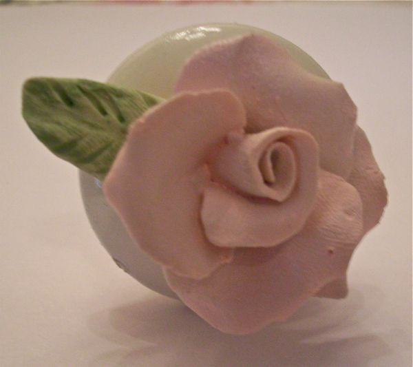 blog rose on knob (600x533, 28Kb)