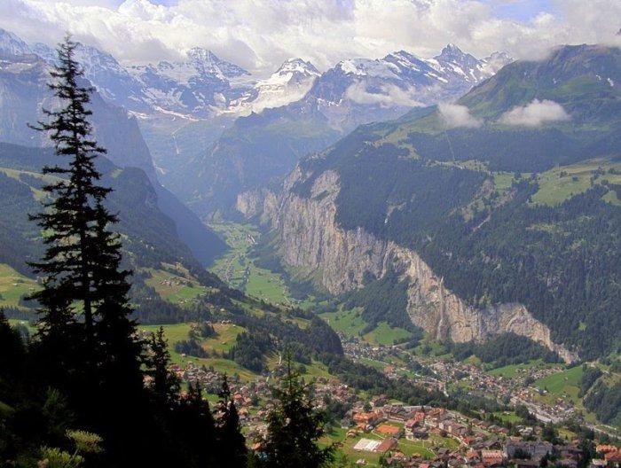 долина Лаутербруннен швейцарские альпы 2 (700x528, 325Kb)