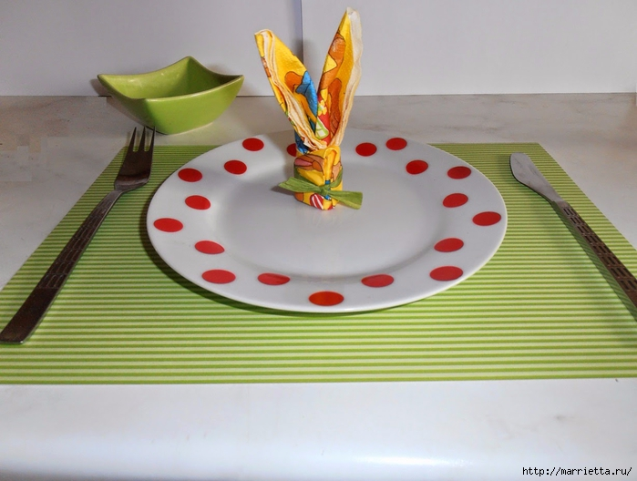Кролики из салфеток для праздничной сервировки стола (14) (700x528, 228Kb)