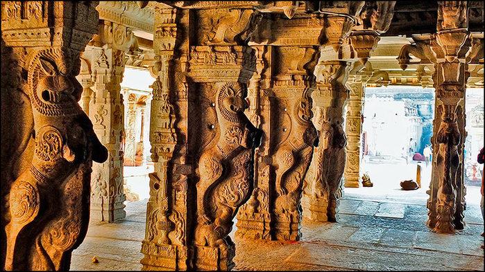 Колонны в храме Вирупакши в Хампи/3673959_5 (700x393, 145Kb)