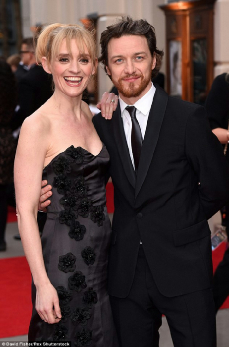 277ECBA900000578-3036062-His_leading_lady_James_McAvoy_who_is_up_for_the_Best_Actor_gong_-a-161_1428884445105 (462x700, 247Kb)
