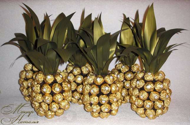 136004341_1_644x461_ananas-iz-konfet-ferrero-roshe-harkov (644x425, 262Kb)