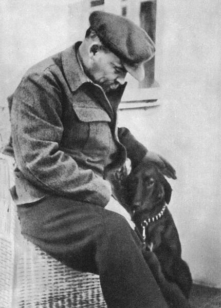 13 Lenin_with_dog (430x600, 175Kb)