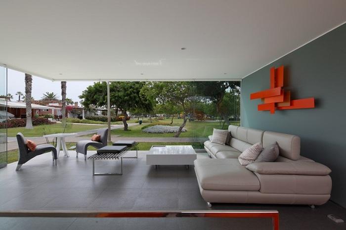 дом со стеклянными стенами 1 (700x465, 210Kb)