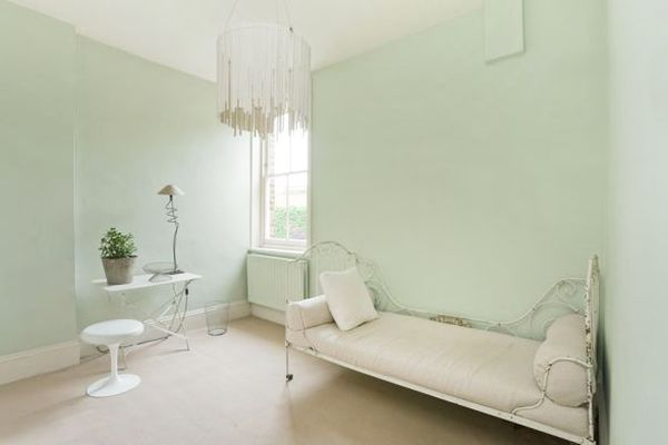 white-living-room-decor-green (600x400, 90Kb)