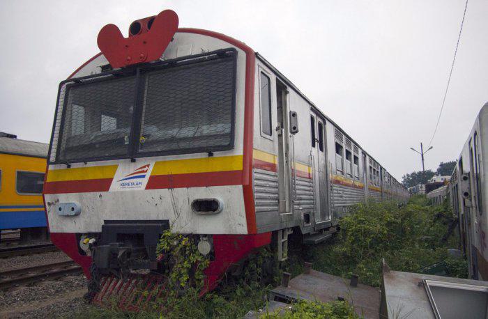 железнодорожная станция Пурвакарта в Индонезии 3 (700x458, 213Kb)
