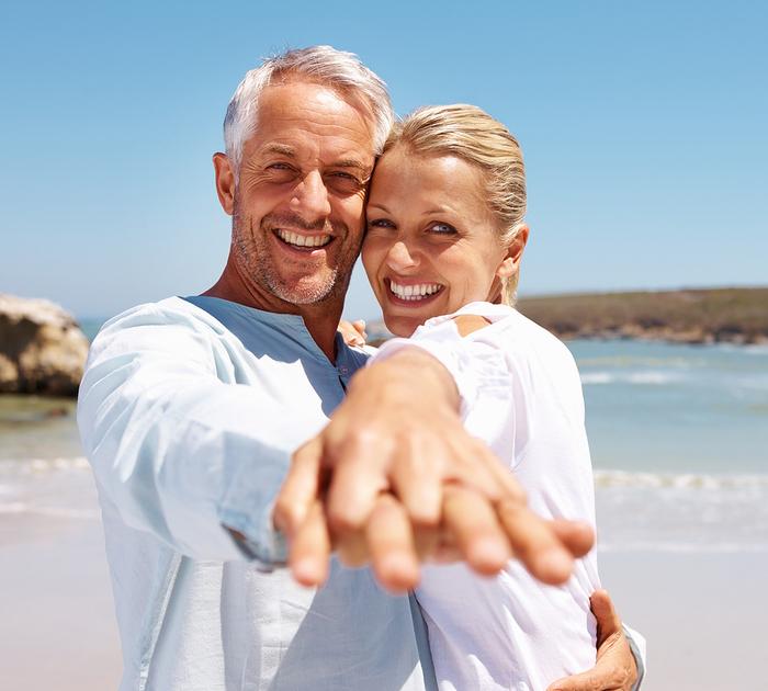 4645749_bigstock_Happy_Senior_Couple_Enjoying_T_5106774 (700x630, 298Kb)