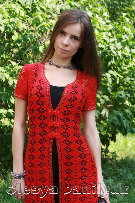 красное пальто О.Д. (467x700, 453Kb)