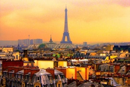 Рвануть бы куда-то, например в Париж.