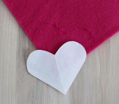 Фетровое сердечко - закладка для книжки (3) (400x350, 77Kb)