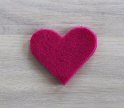 Фетровое сердечко - закладка для книжки (5) (400x350, 74Kb)