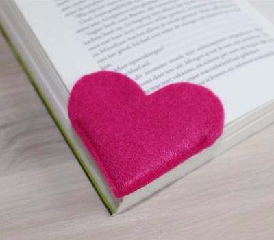 Фетровое сердечко - закладка для книжки (7) (400x350, 64Kb)