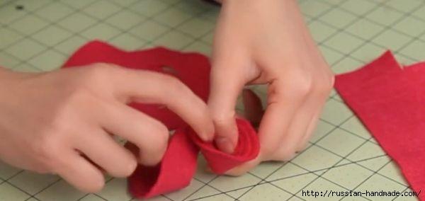 Декор подушки сердцем с розочками из фетра (3) (600x284, 61Kb)