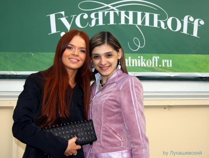 1234664_Ya_i_Lena_Knyazeva_y_restorana_Gysyatnikoff (700x529, 245Kb)