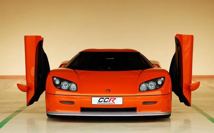 Koenigsegg_CCR_2004_Doors_Open (700x437, 70Kb)