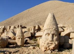 головы статуй (303x222, 41Kb)