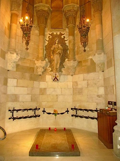 могила Гауди (500x667, 208Kb)