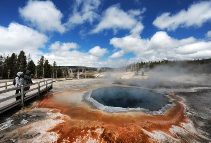 Йеллоустонский национальный парк (Yellowstone National Park), Вайоминг, 1 июня 2011 года./2270477_16_1_ (675x457, 91Kb)