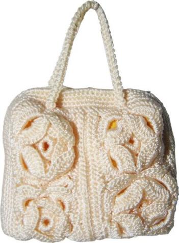 Две яркие малиновые сумки связаны спицами. вязаные крючком сумки.
