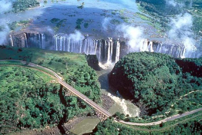 zah_victoria-falls-ekskurzii-aerial_b1 (700x468, 68Kb)