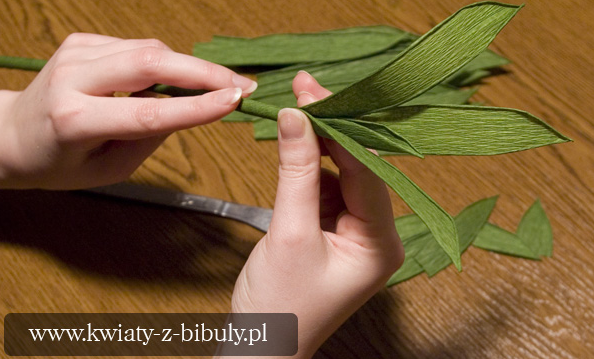 Как сделать листья цветов из гофрированной бумаги