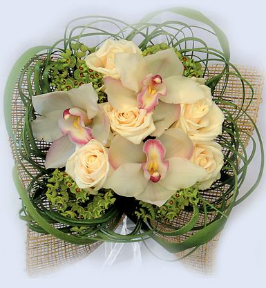 Бесшовный фон букет из роз и орхидей