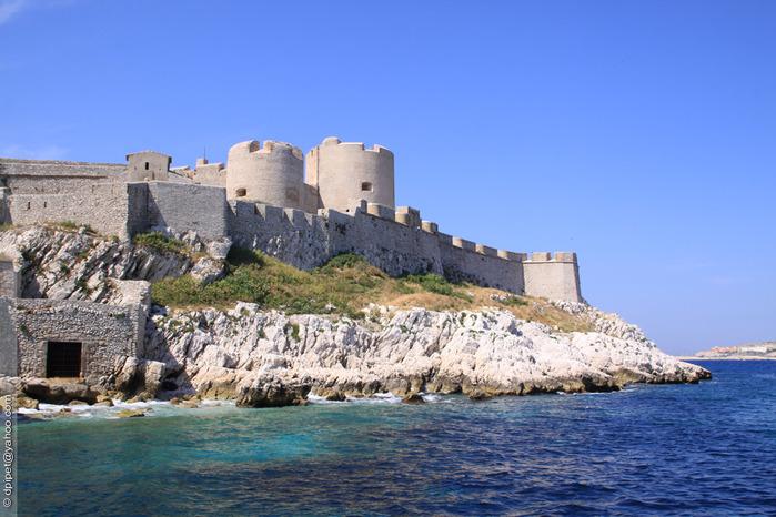 Стена замка Иф, построенный в 1592 (700x466, 133Kb)