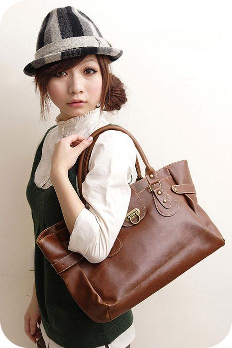 сумка коричневая- Размер: 36-27-15 см, ручки 20 см Новая, в упаковке в...