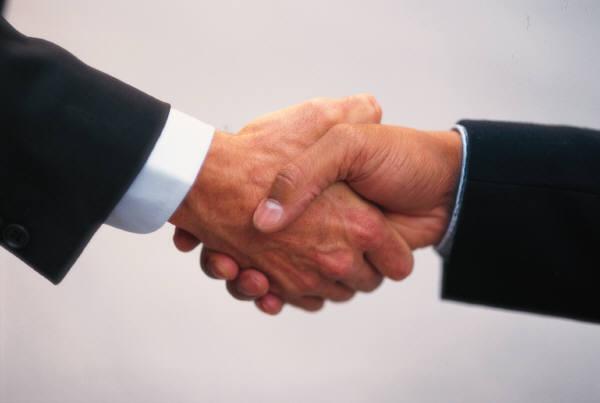 handshake (600x403, 15Kb)