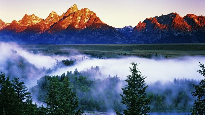The Grand Tetons seen from the Snake River Overlook at dawn. Grand Teton Nat'l Park, Wyoming